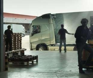 Volvo Trucks lancia il nuovo corso di formazione per gli autisti dedicato alla sicurezza del carico.